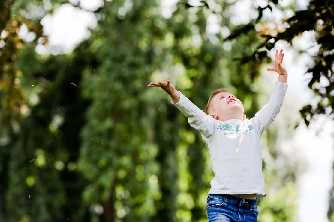 Noah, hands up, leaves, joy, family, shoot, Chelmsford