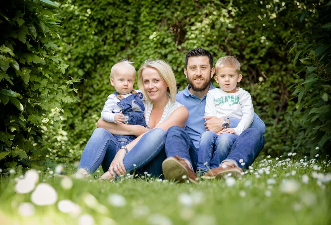 family shoot, park, daisies, summer